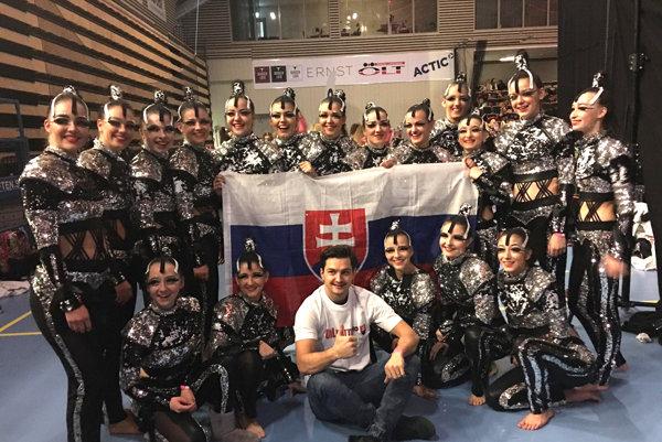 Bronzové medailistky prišiel povzbudiť aj slovenský hokejový reprezentant Libor Hudáček, ktorý hráva práve vo švédskom Örebre.