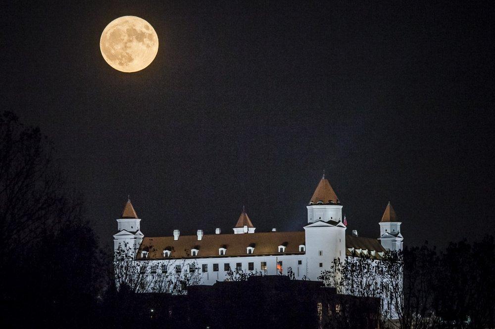 Spln nad Bratislavským hradom.