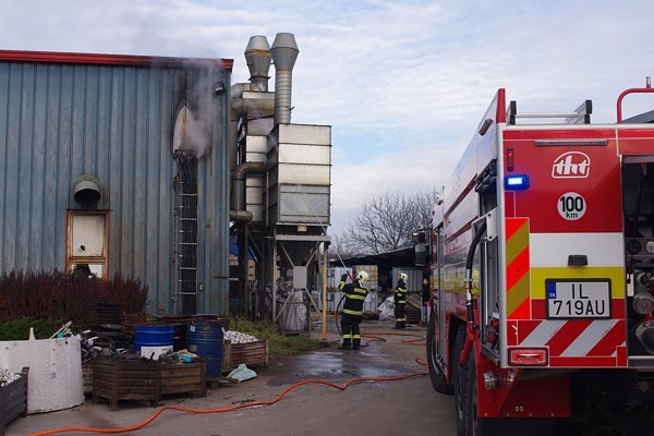 Požiar vznikol pravdepodobne v dôsledku elektrického skratu.