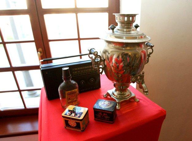 Ak čaj, tak zo sovietskeho samovaru.....