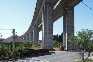 Diaľnica D1 ponad Podtureň.
