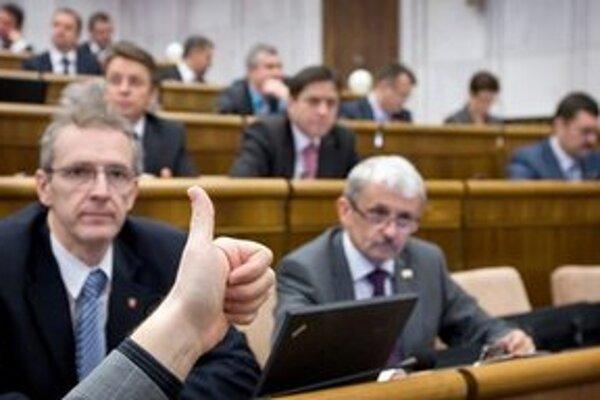 Ak je niekto funkcionár, nemôže robiť biznis sám so sebou, hovorí Ivan Štefanec.