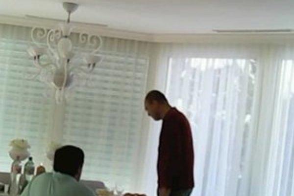 Sulíkovu návštevu zachytila kamera.