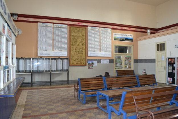 Interiér železničnej stanice.