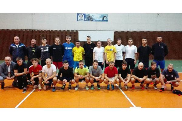 V takejto zostave trénoval vo štvrtok seniorský výber ObFZ Nitra.