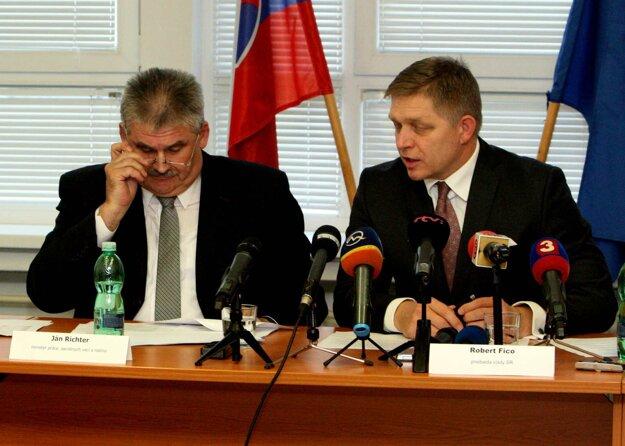 Počas tlačovej besedy s ministrom práce Jánom Richterom.