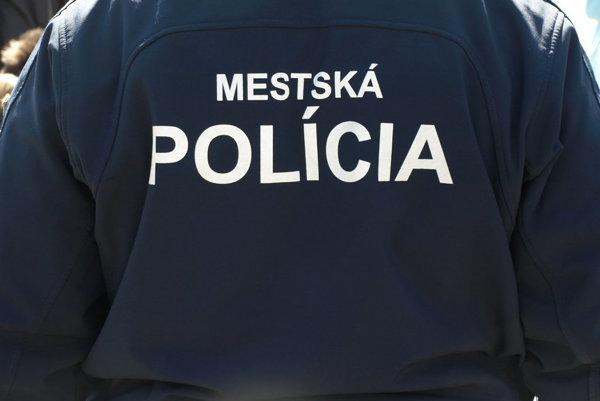 Hliadka mestskej polície oživovala muža v bezvedomí. (ilustračná snímka)