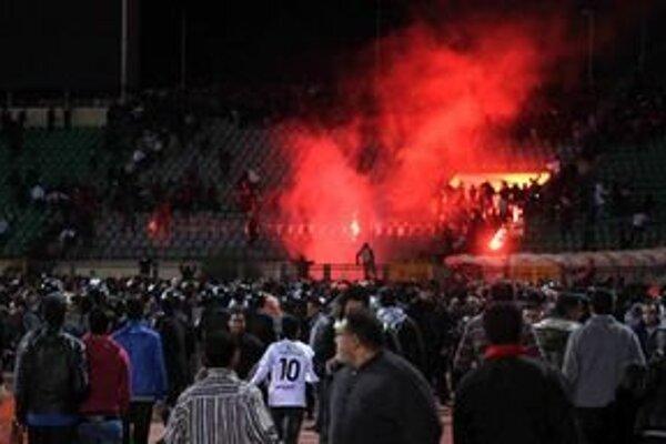 Násilie na štadióne v Egypte si minulý rok vyžiadalo desiatky mŕtvych.