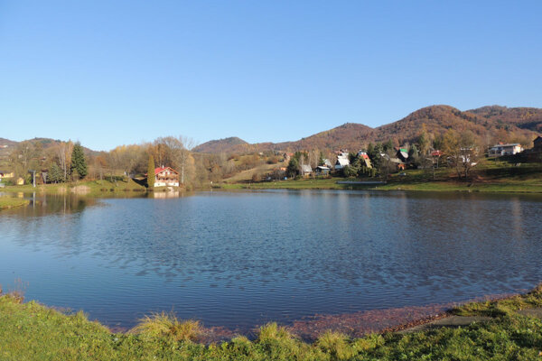 Tajch a jeho okolie sú obľúbenou rekreačnou zónou.