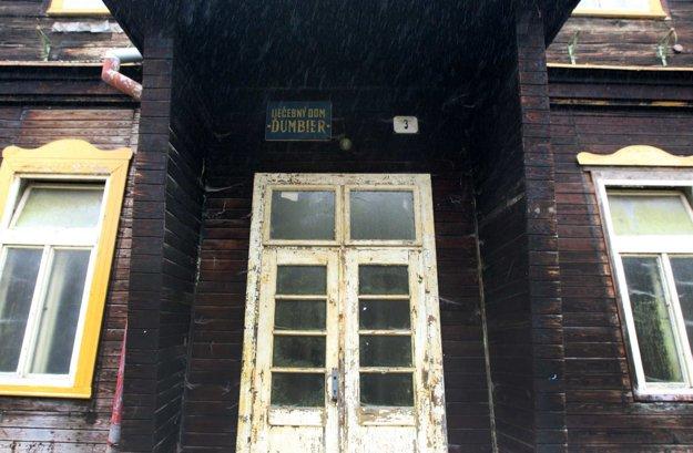 Sláva liečebného domu Ďumbier dávno zhasla.