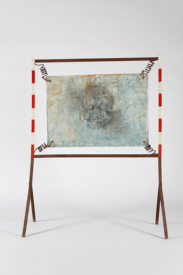 Hľadanie identity, 1994, kov, betón, komb. technika, 140 x 105 cm, inv. č. B 1726