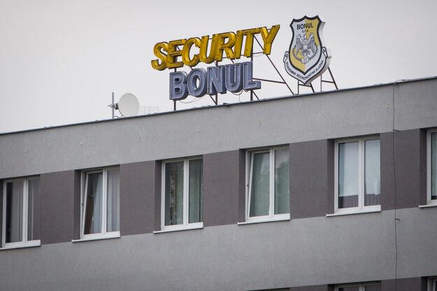 Bezpečnostná služba Bonul má blízko k Smeru.