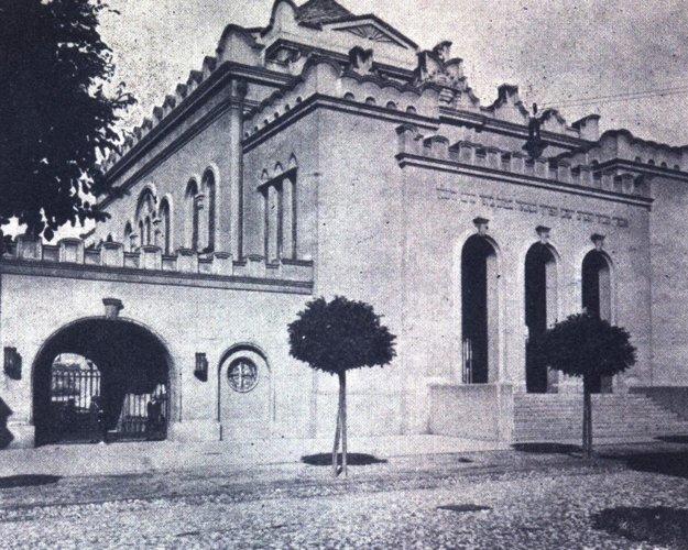 Ortodoxná synagóga a škola.