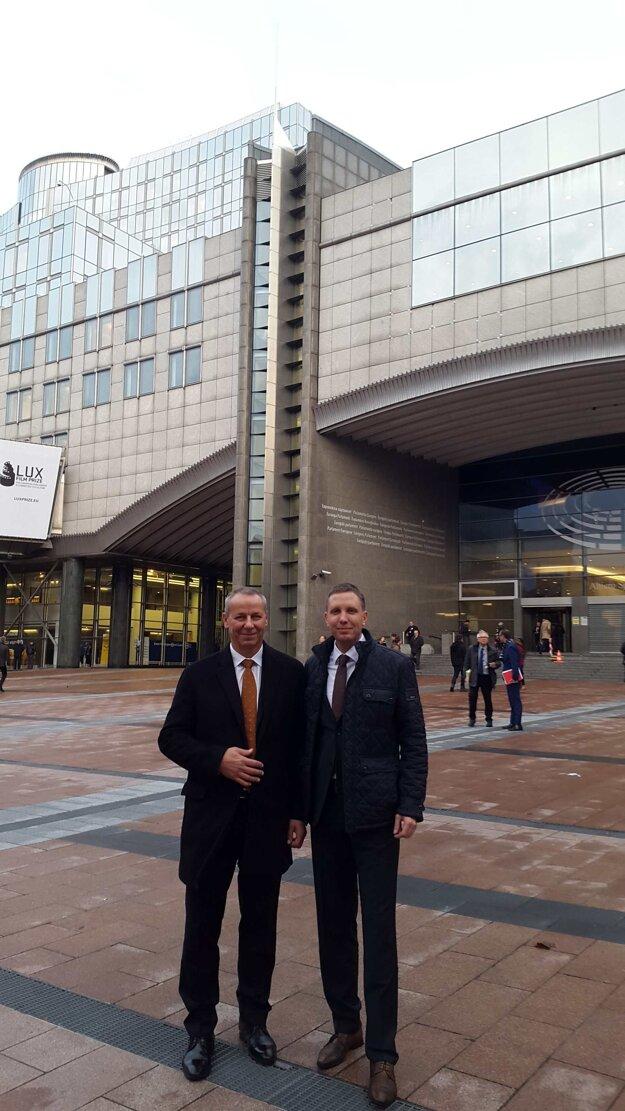 Primátor Ján Nosko a viceprimátor Martin Turčan v Bruseli.