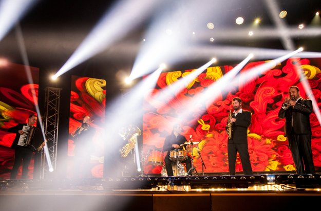 Na snímke hudobná formácia Balkansambel počas slávnostného odovzdávania ocenení Roma Spirit 2016  v Bratislave 27. novembra 2016.