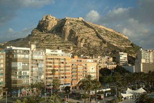 Najmenej šiesti Slováci sa za posledný mesiac nechali nachytať na prácu v atraktívnom Španielsku. Na obrázku mesto Alicante.