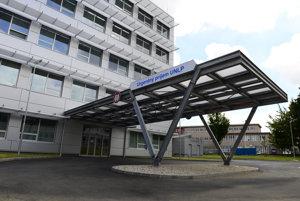 V Univerzitnej nemocnici Louisa Pasteura v Košiciach v minulosti pracovala manželka a synovec exšéfa parlamentu Pavla Pašku (Smer).