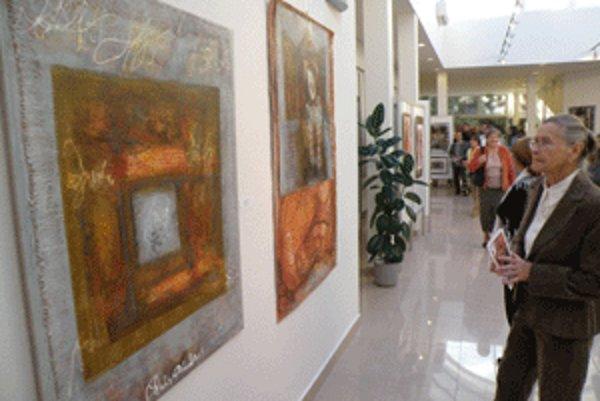 Obrazy s divadelnou tematikou ponúka Regionálne kultúrne centrum v Prievidzi.