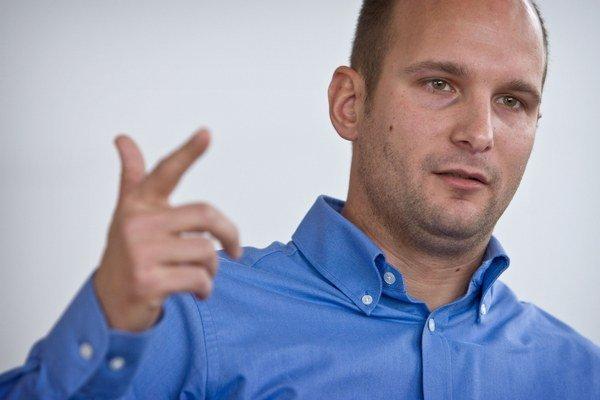 Gábor Grendel sa vracia do parlamentu. V minulosti tam chodil ako novinár, teraz bude poslancom.