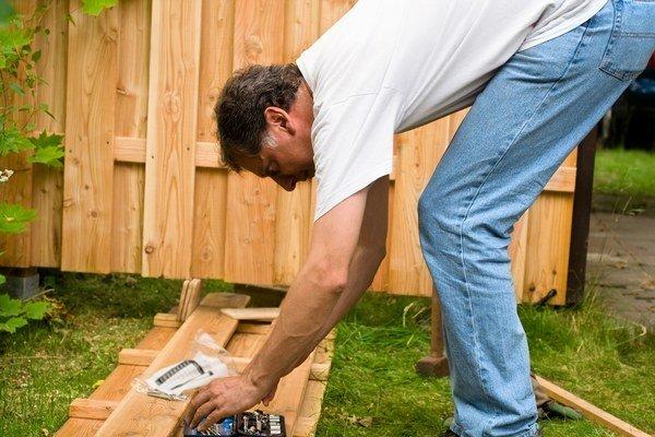 Na výstavbu plota stačí ohlásenie. Stavebný úrad  skontroluje, či staviate na vašom pozemku.