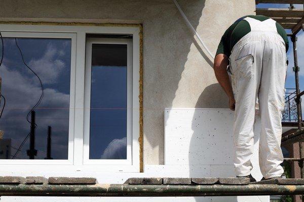 Na zateplenie menšieho domu bude stačiť stavebný súhlas. Doteraz úrady postupovali rôzne.