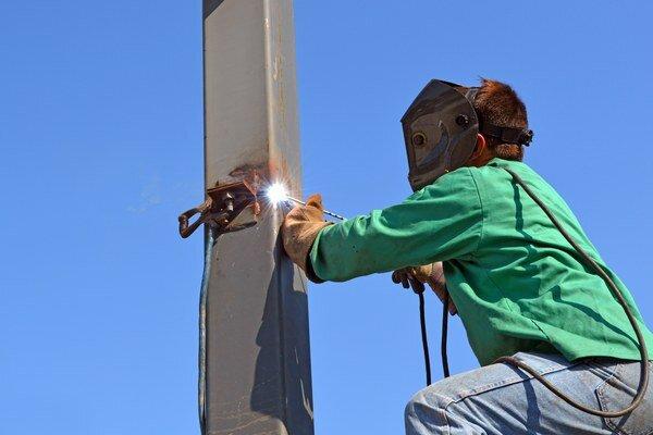 Stratové zákazky stavebné firmy uzatvárali a niektoré stále uzatvárajú pre nedostatok práce a tvrdý konkurenčný boj. Hovorí o tom štúdia.
