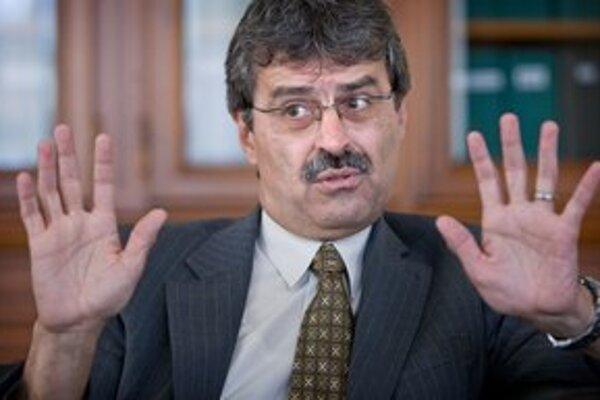 Primátor Bratislavy Milan Ftáčnik bol v rokoch 1998 až 2002 ministrom školstva, neskôr starostom Petržalky. Bol členom KSS, SDĽ a SDA. Za primátora kandidoval ako nezávislý s podporou Smeru.