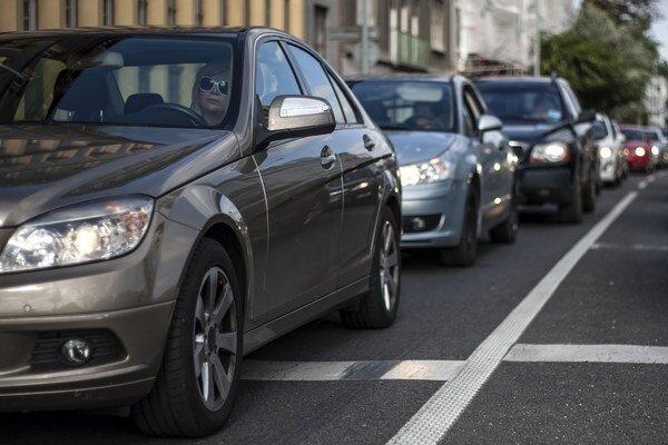 Základom parkovacej politiky je podľa Tatiany Kratochvílovej  vytvorenie rezidentských zón, spoplatnenie uličného parkovania a budovanie záchytných parkovísk.