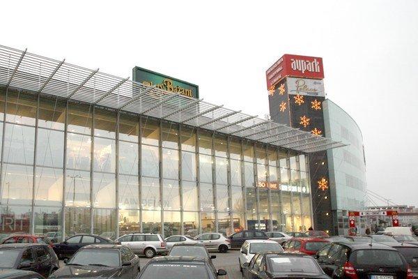 Bratislavské obchodné centrum Aupark Shopping Centrum dokončili v roku 2007, patrí k najväčším na Slovensku.