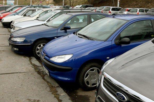 V súčasnosti by v Seredi potrebovali okolo 5000 parkovacích miest.