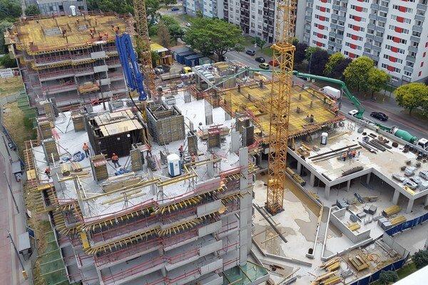 Projekt má celkom päť rezidenčných veží. Prvé dve, z prvej etapy výstavby, už stoja, ďalšie stavajú.