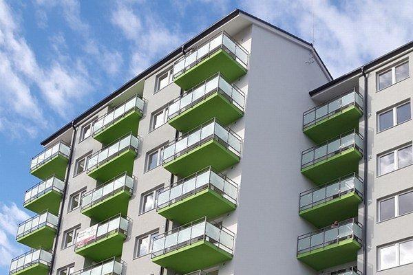 Z 96 bytov v postavených dvoch domoch sa predalo 65.