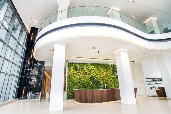 Rekonštrukcia je najviac viditeľná vo vstupnej hale oboch veží.