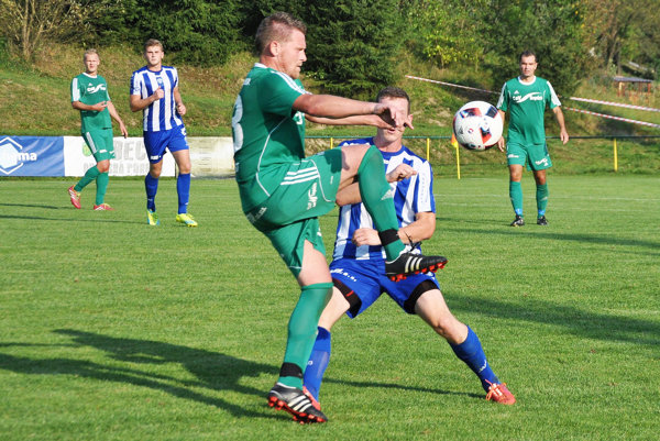 Oravská Poruba (v zelených dresoch) vypadla v Slovenskom pohári až v treťom kole proti Lokomotíve Košice.