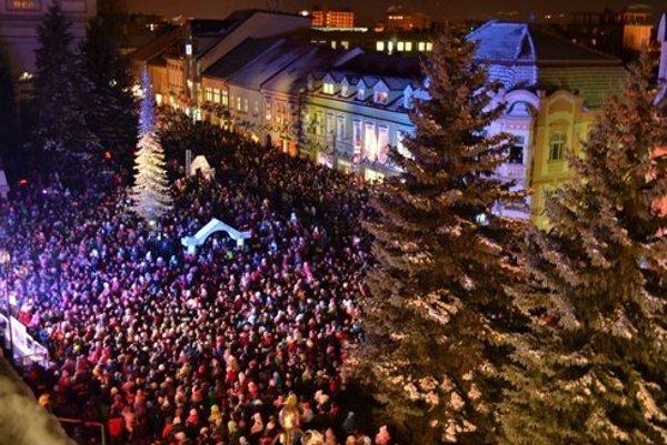 Mikuláš na námestí v roku 2013. Prilákal davy ľudí.