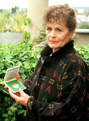 Sochárka Ľudmila Cvengrošová
