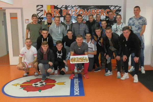 Hráči MFK Ružomberok zdobili medovníky a pomohli dobrej veci.