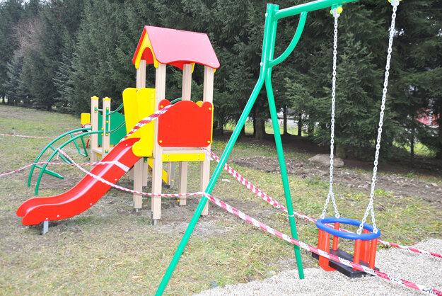 Nové hracie prvky na detskom ihrisku.