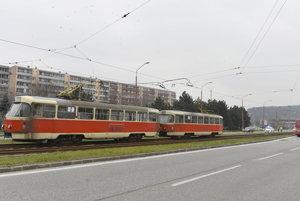 Električka neďaleko zastávky Švantnerova.
