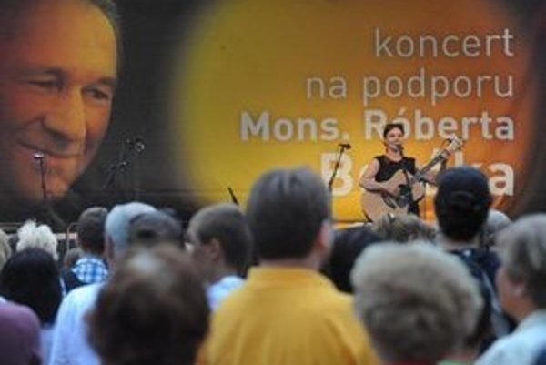 Koncert na podporu odvolaného trnavského arcibiskupa v Bratislave.