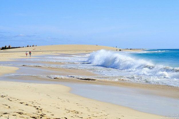 Pláž na ostrove Sal, Kapverdy.