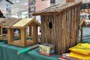 Na trhoch bude aj stánok charity s vtáčími búdkami a kŕmidlami.