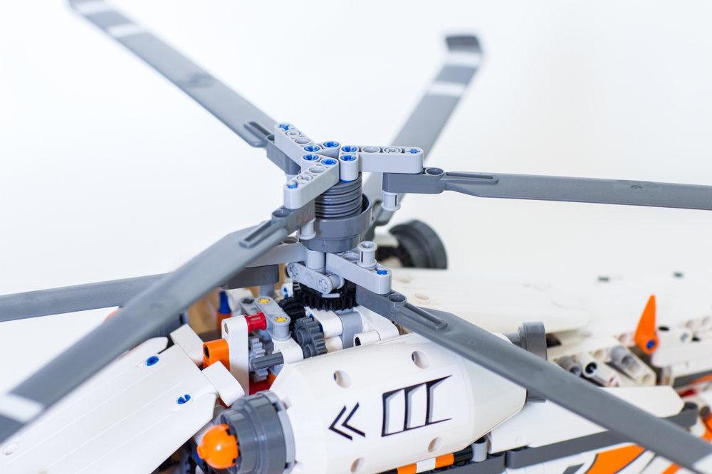 Helikoptéra na ťažké náklady. Ide o model z roku 2016. Má koaxiálne rotory.