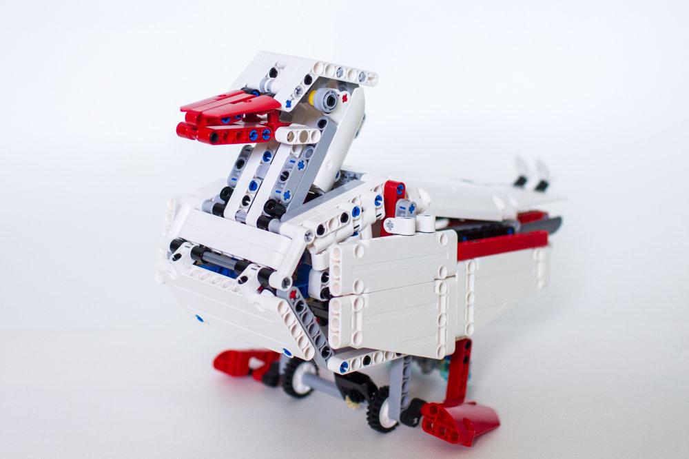Milan Reindl rád z Lego Technic stavia zvieratá. Jedným z nich je kačka.