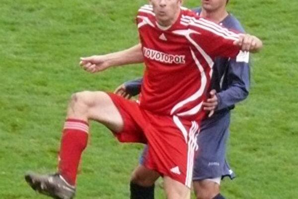 Ľuboš Perniš (vľavo) mal prsty v dvoch góloch Ludaníc. Na druhý parádne prihral, tretí skóroval hlavou.