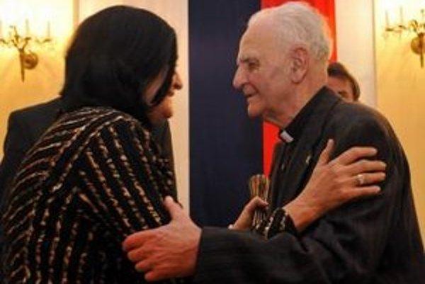 Vladimír Jukl pri preberaní Národnej ceny Jána Langoša za rok 2010.