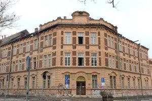 Na snímke budova Prírodovedeckej fakulty UPJŠ v Košiciach po požiari.