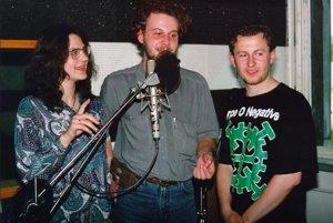 Niekedy sa pri mikrofóne stretli aj traja moderátori.