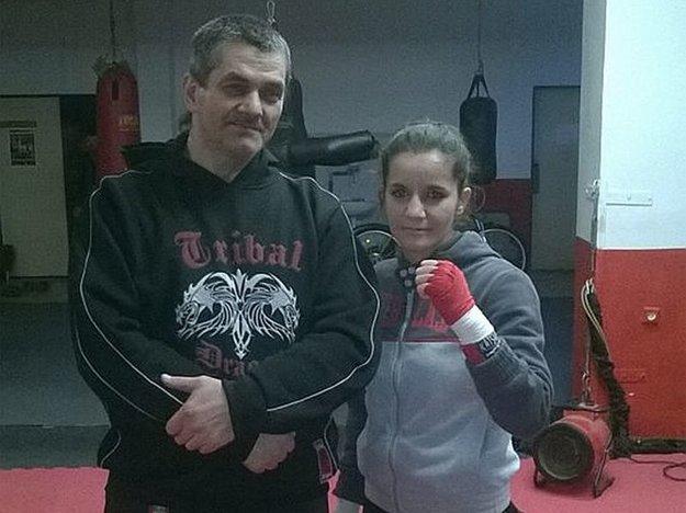 S trénerom kickboxu Karolom Filkom.