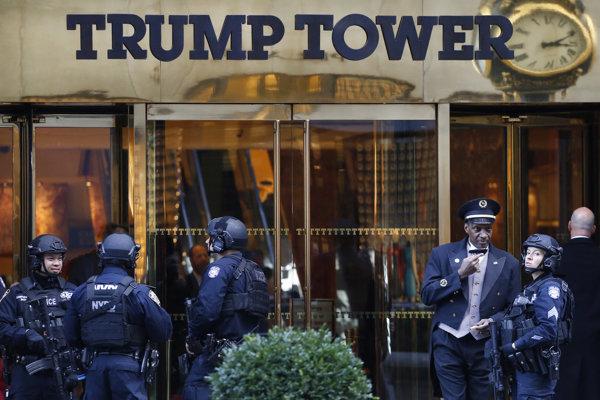 Bezpečnosť v okolí Trump Tower po voľbách zvýšili.